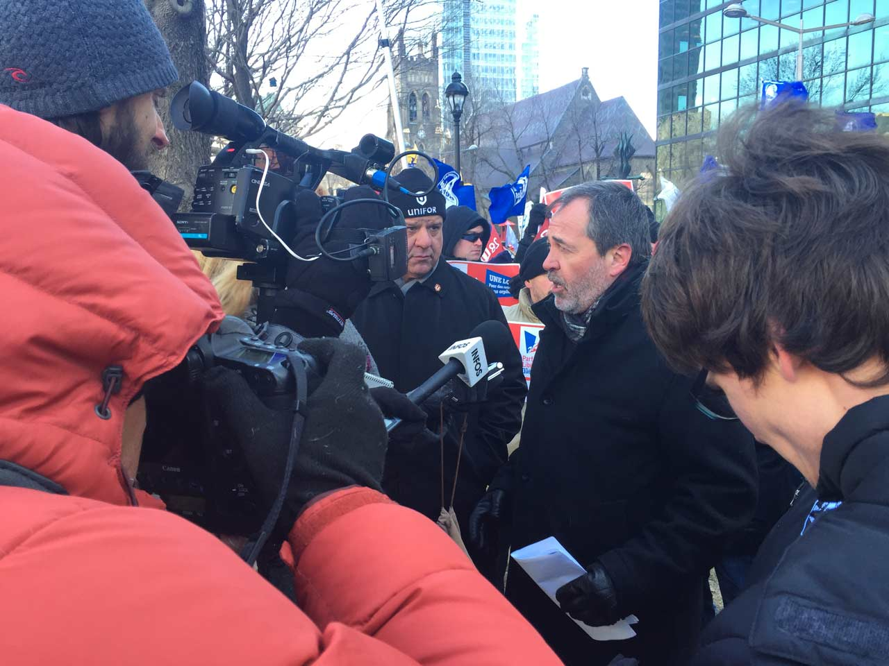 Serge Cadieux lors du point de presse au départ de la manifestation pour l'interdiction des clauses orphelin dans les régimes de retraite
