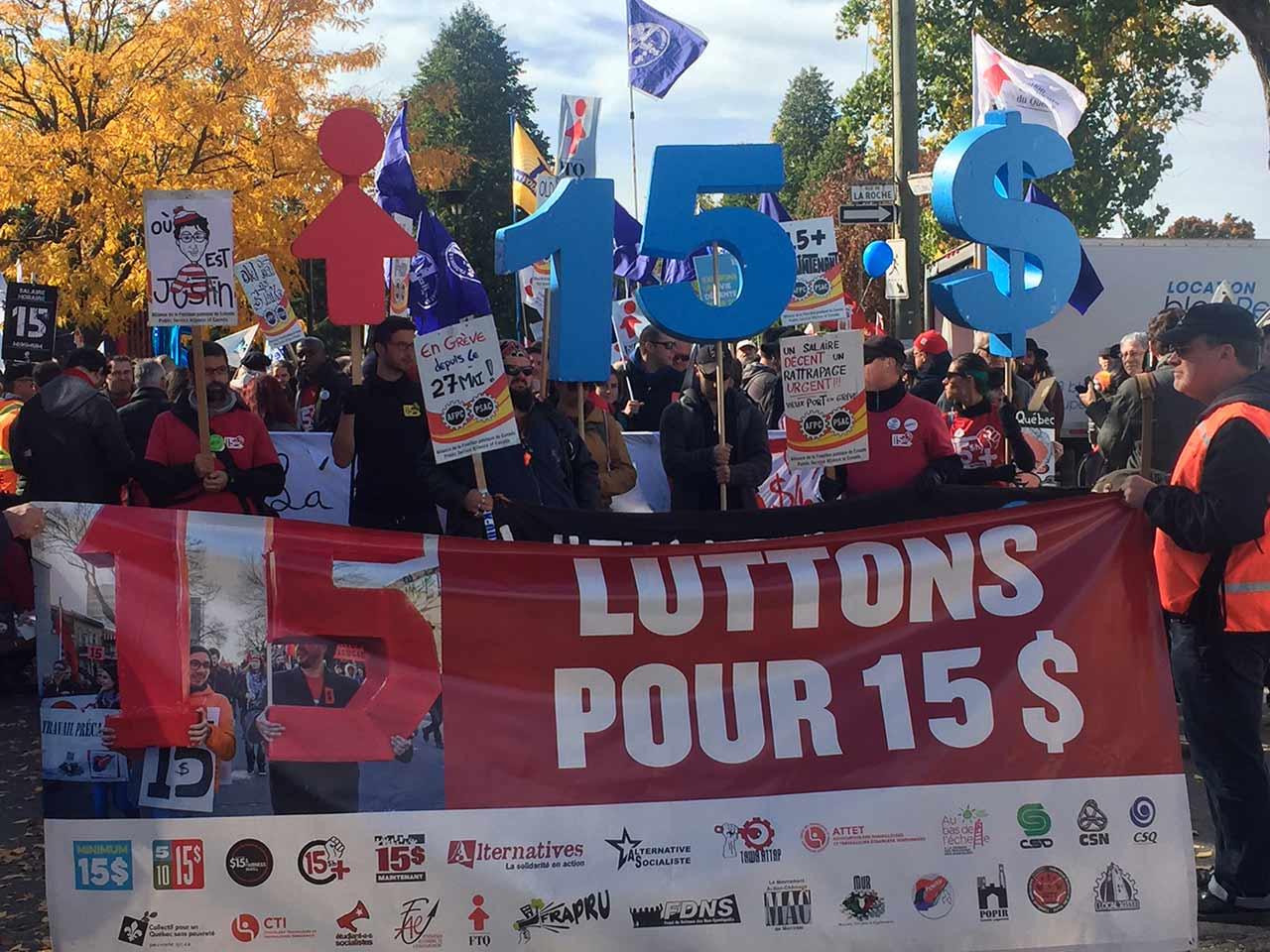 Des milliers de personnes dans la rue pour réclamer le salaire minimum à 15$ l'heure!