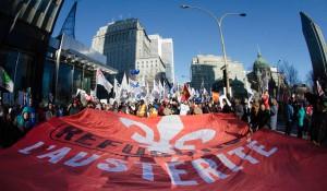 Plus de 125 000 personnes ont scandé haut et fort qu'elles refusaient les mesures d'austérité du gouvernement Couillard lors des gigantesques manifestations organisées, le 29 novembre 2014, par des groupes de la société civile, des associations étudiantes et des organisations syndicales. Photo: Raynald Leblanc