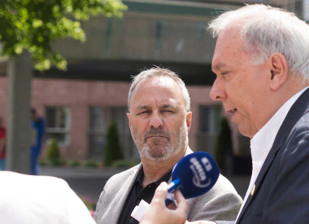 Le président de la FTQ, Daniel Boyer, et le président du SQEES-298, Richard Belhumeur.