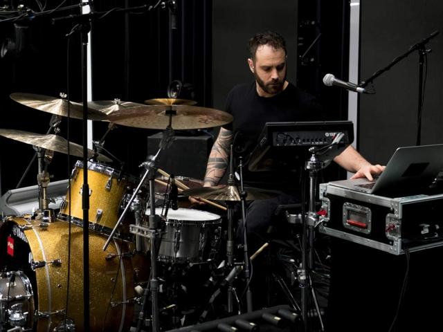 Métier: directeur musical et batteur
