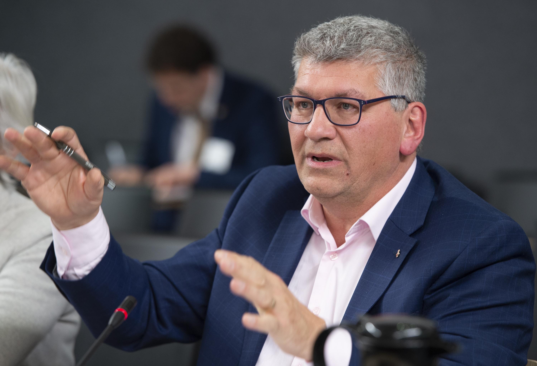 Denis Bolduc, secrétaire général de la FTQ lors d'une commission parlementaire sur la réforme du scrutin, mercredi 22 janvier 2020. Photo Jacques Boissinot