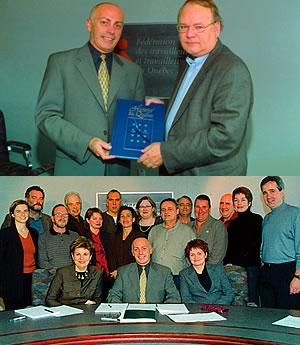 Sur la première photo: Raymond Forget, nouveau coordonnateur du Comité de négociation FTQ – secteur public, remet un cadeau de retraite à  <br>Gilles Giguère.