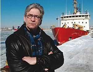 <b>Richard Côté est conseiller syndical de l'AFPC-FTQ. Il a lui-même navigué jusqu'en 1993.<i> «Cette année-là, on a eu un hiver exceptionnel de glace. Sur le Saguenay, nous étions comme dans un tremblement de terre : dans la glace et le bruit, dans les vibrations constantes. Sur la glace, le sommeil n'est jamais profond. Ça prend au moins 15 jours à terre pour s'en remettre.» <br></b> <br><i>Photo Didier Debusschere