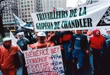 Manifestation devant le siège social de l'Abitibi-Consol à Montréal, le 26 novembre 1999. Le secrétaire général de la FTQ, René Roy, déclare alors que la FTQ et le SCEP vont livrer bataille «jusqu'à la réouverture de la Gaspésia».