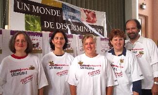 Ci-desus, Lucie Bouchard, Sylvie Goyer, Huguette Simard, Claudine Pagé, membres du comité d&#39;équité salariale du SCFP 1244, et Michel Ducharme, président du syndicat. <br><i>Photo Service de l&#39;information SCFP</i> <br>Source: scfp.qc.ca