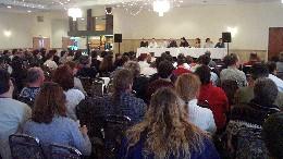 Plus d&#39;une centaine de délégués des 2200 membres de Vidéotron en réunion jeudi après-midi, à Montréal.  <br><i>Photo Service de l'information SCFP