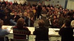 Près de 200 employés du Journal de Québec ont participé à cette importante assemblée tenue mardi, à 18 heures. Depuis le début de l'automne, la participation aux assemblées générales atteint des sommets jamais vus en 36 ans d'histoire.  <br>Photo Service de l'information SCFP