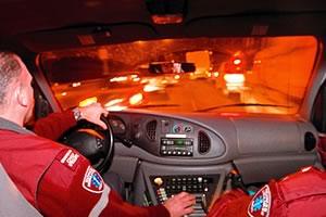 La journée s'étire. En pleine heure de pointe, en route vers les lieux d'un accident au cœur de Saint-Jean. <br><i>Photo: Martin Tremblay