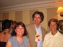 Nicole Bluteau, vice-présidente de la FTQ, en compagnie de Louise Beaudoin, ministre des Relations internationales et de Daniel Turp, responsable du dossier mondialisation au Parti québécois.