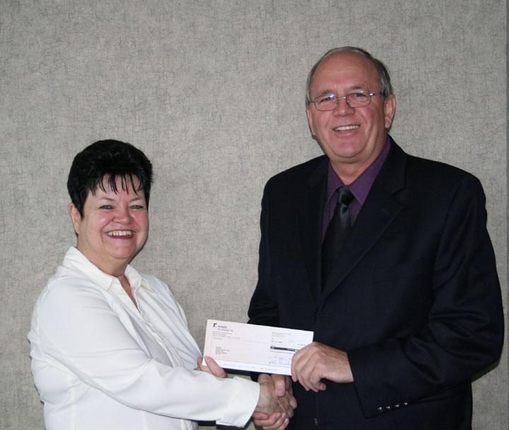 René Roy et Diane Cormier, directrice générale du Club de recherche d'emploi Montréal Centre-ville (CREMCV).