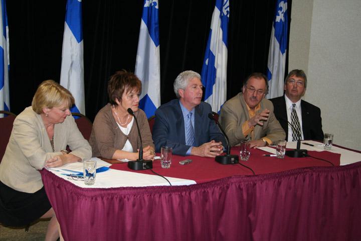 Le président de la FTQ Henri Massé, la présidente de la CSN Claudette Carbonneau, le chef du Bloc Québécois Gilles Duceppe et les députés du Bloc, Carole Lavallée et Richard Nadeau lors de la conférence de presse sur le projet de loi anti-briseurs de grèv