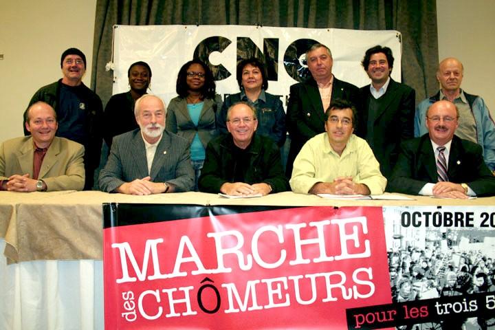Le comité national d'appui au chômeurs et chômeuses.  Au centre, le secrétaire général de la FTQ, René Roy