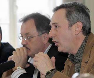 Henri Massé et Jules Bordeleau lors de la conférence de presse à laquelle participait aussi Robert Fortin, du syndicat des employés, et Alain Gravel, président de la FPJQ. <br> <br>©Photo André Périard <br> <br> <br> http://www.sauvonsckac.com