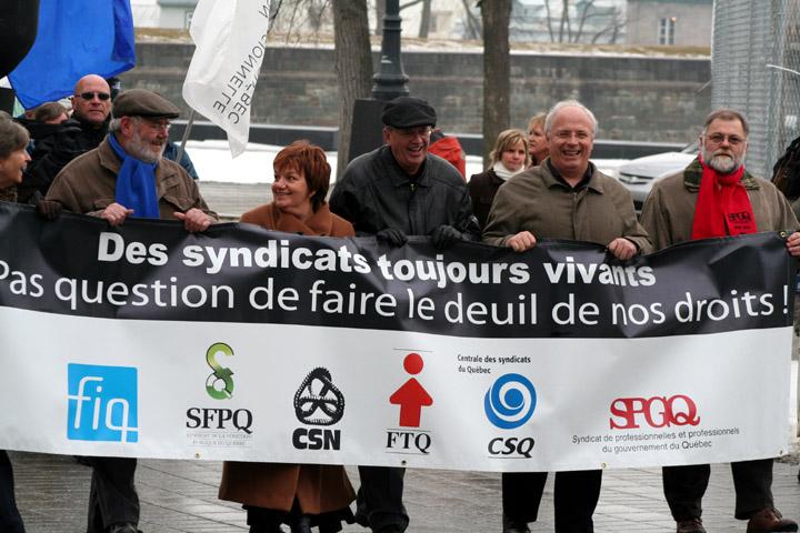 Une délégation d'organisations syndicales, dont René Roy secrétaire général de la FTQ