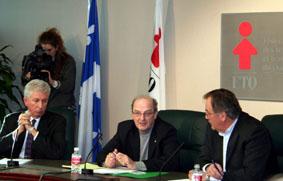 Le président de la FTQ Henri Massé, Le vice-président exécutif du SCEP et vice-président de la FTQ, Clément L'Heureux et le chef du Bloc Québécois, Gilles Duceppe en conférence de presse