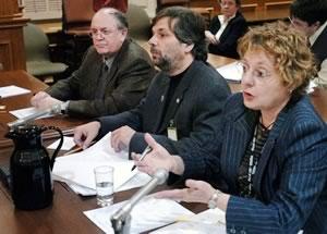 La délégation de la FTQ a été entendue en commission parlementaire en fin d&#39;après-midi, jeudi. Dans l&#39;ordre habituel, René Roy, Alain Tessier coordonateur du secteur des affaires sociales du SCFP et Astrid Gagnon du SQEES. <br> <br>Télécharger le mémoire de la FTQ <br>