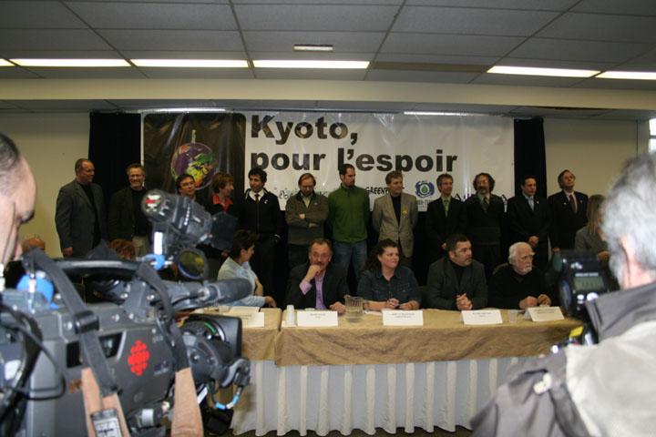 Photos de la conférence de presse.