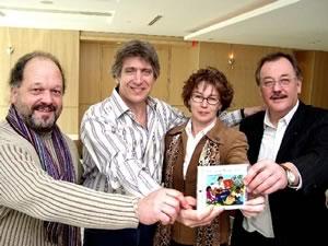 Alain Pélissier, trésorier CSQ, Yves Duteil, Louise Chabot, première vice-présidente CSQ et Henri Massé, président FTQ  <br><i>Photo Serge Jongué</i>