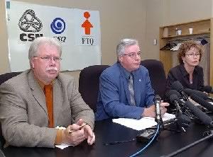 Pierre Dupuis (FTQ), Louis Roy (CSN) et Louise  Chabot (CSQ) lors du point de presse.