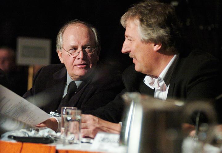 Le secrétaire général de la FTQ, René Roy et le vice-président du SCEP Québec, Renaud Gagné au sommet de la forêt