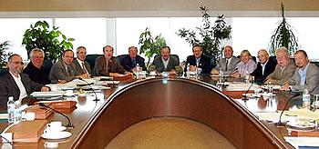 Le conseil d'administration du Fonds de solidarité FTQ lors de sa dernière réunion, le 19 juin. Au centre de la photo : le secrétaire du conseil, René Roy ; le président, Henri Massé, et le PDG du Fonds, Pierre Genest.