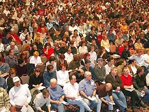 Environ 1500 syndiqués du câblodistributeur Vidéotron réunis à Laval le 26 mars dernier. <i>(Photo: Serge Jongué)