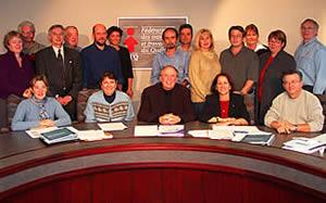 Le secrétaire général, René Roy, a donné le coup d&#39;envoi à la FTQ, le 28 octobre, de la Semaine québécoise des adultes en formation, en présence des membres du comité de l&#39;éducation de la centrale. Il est accompagné notamment de la vice-présidente Nicole Bluteau et de la directrice du Service de l&#39;éducation de la FTQ, Johanne Deschamps. <i>Photo: Serge Jongué