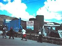 Des violations sérieuses des droits des travailleurs ont lieu à la manufacture Sun Textiles ainsi qu'à deux autres manufactures au Lesotho, un pays du sud de l'Afrique où sont manufacturés les produits de La Baie.