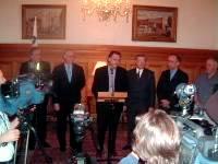 Les maires de Montréal, Laval et Longueuil, Gérald Tremblay, Gilles Vaillancourt et Jacques Olivier sont sensibilisés aux impacts de l'annonce de la fermeture de GM-Boisbriand