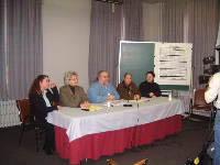 En conférence de presse, les vice-présidentes de la CSQ et de la FTQ, Mmes Jocelyne Wheelhouse et Johanne Vaillancourt, de même que M. Denis Poudrier, coordonnateur du Mouvement des chômeuses et chômeurs de l'Estrie.